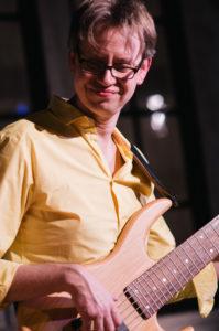 Joey Becker - E-Bass und Akustikbass lernen in Wiesbaden